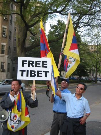 Tibetans wait for President Hu of China. www.FutureAtlas.com