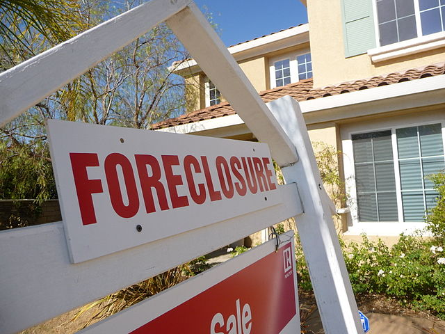 Sign of the Times-Foreclosure, 31 May 2008, respires, CC. 2.0