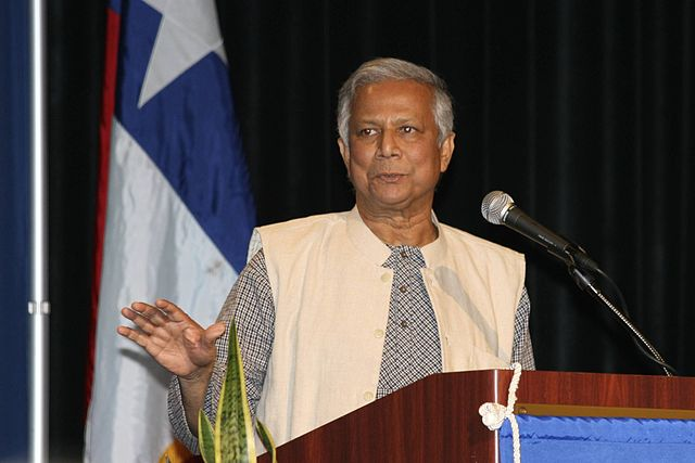 """Muhammad Yunus, Nobel Peace Prize winner, addresses the crowd at the Houston World Affair's Council on January 14th 2008. From the """" World Affairs Council of Houston site, Flickr, Ed Schipul, CC 2.0"""