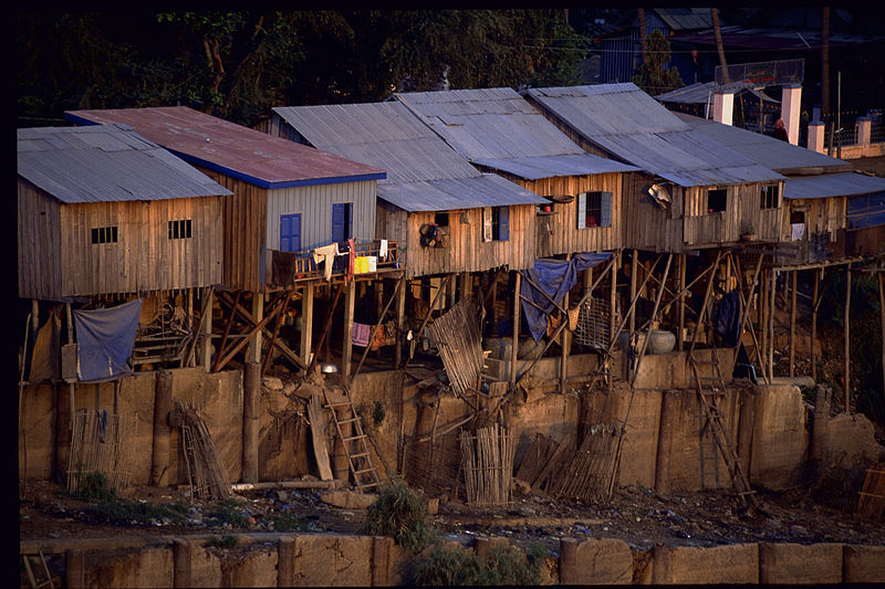 Houses of urban poor built along Basac river bank in Phnom Penh, Tim Acker, Department of Foreign Affairs and Trade, CC 2.0