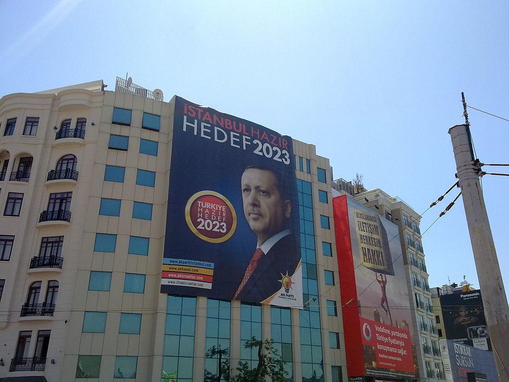 2011 genel seçimleri pankartı. Taksim, İstanbul, Myrat, CC 3.0